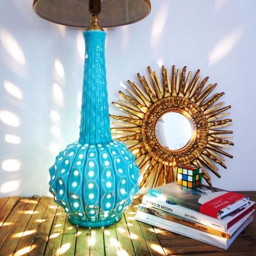Lámpara de cerámica de Manises con luz interior, vintage 60s.