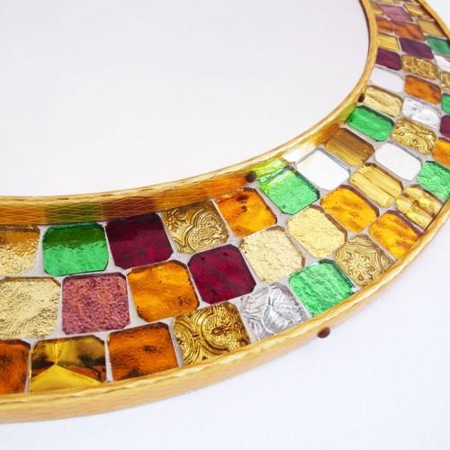 Espejo con marco de mosaico. Teselas de cristal espejado con diferentes colores y texturas. Vintage 60s.