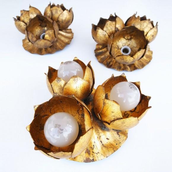 Aplique de pared o lámpara de techo en forja dorada al pan de oro. Flor de loto. Vintage años 60s.