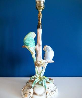 Lámpara de cerámica de Manises con pareja de periquitos y su nido. Vintage años 60s.