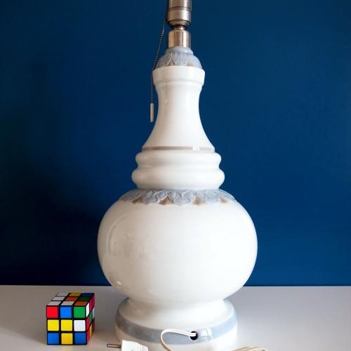 Lámpara de porcelana LLADRÓ, modelo ALFIL OLIMPIA. Vintage años 70s.