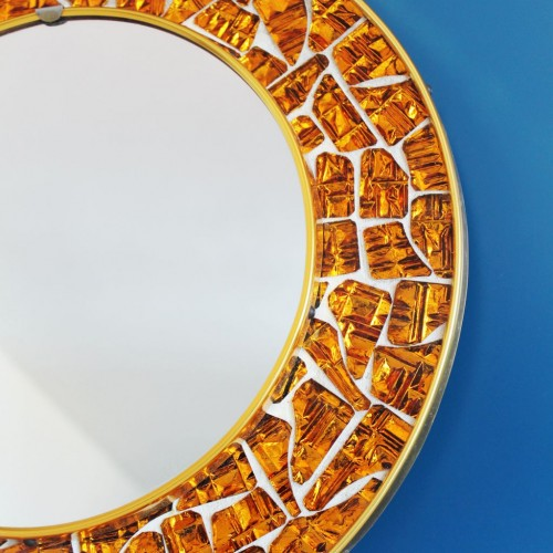 Espejo con marco de mosaico. Piezas de cristal espejado en color ambar. Vintage 60s.