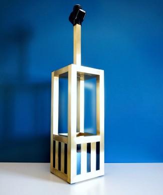 Willy Rizzo - Lumica. Lámpara de sobremesa o de pie en latón dorado y lacado negro. Italia, vintage años 70s.