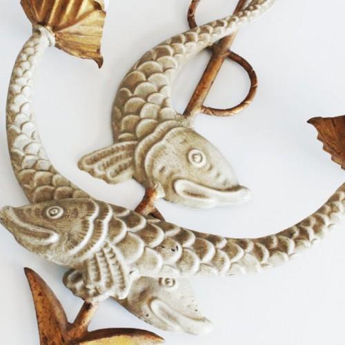 Aplique de pared en forja dorada. Peces y motivos marinos. Mid century vintage años 50s.