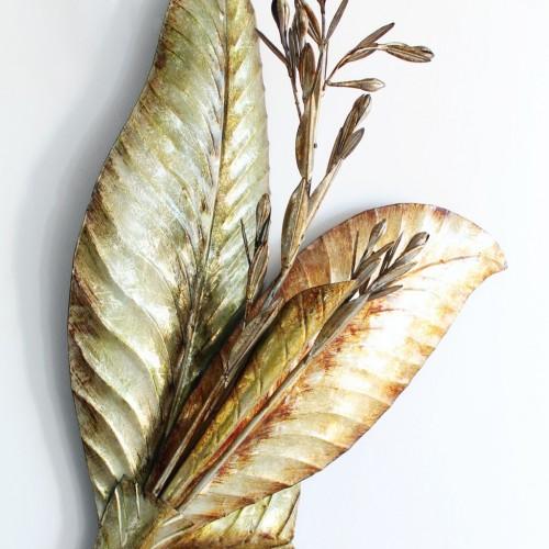 Gran aplique de pared, decoración mural, en metal dorado y plateado, hojas y flores, estilo Curtis Jere.