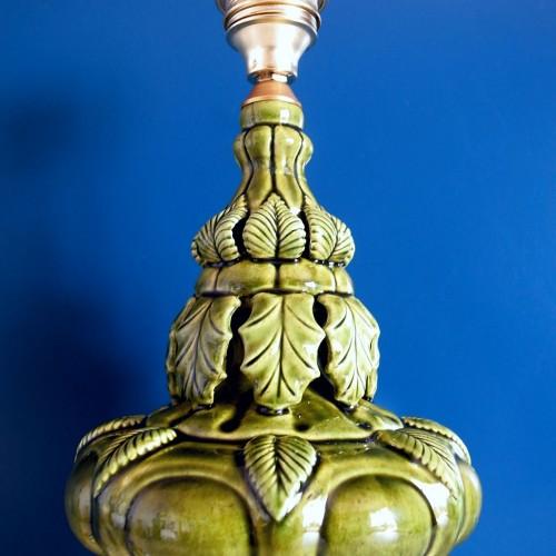 Lámpara de cerámica de Manises, en verde. Vintage años 50s- 60s.