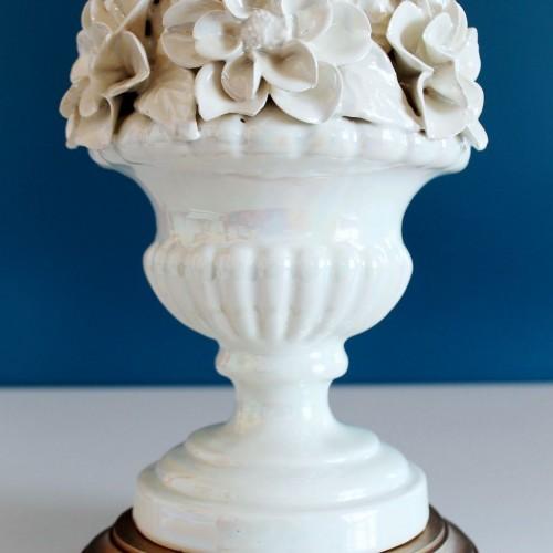 Lámpara de cerámica de Manises, blanca nacarada. Vintage 50s-60s.
