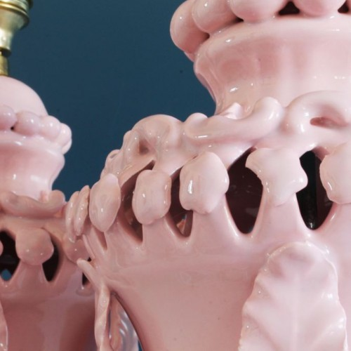 Excelente pareja de lámparas de cerámica rosa de Manises (Valencia). Vintage años 50s-60s.