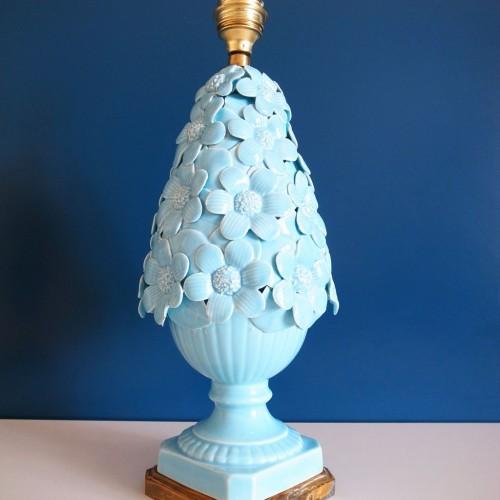 Lámpara de cerámica de Manises. Flores en color azul. Vintage años 50s-60s.