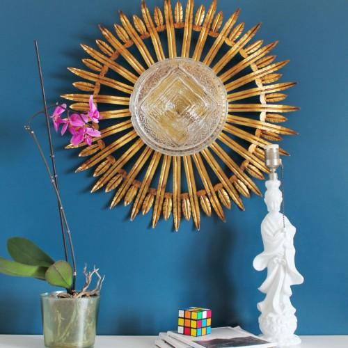 Gran aplique de pared o lámpara de techo, sol de forja dorada. Vintage 50s-60s.