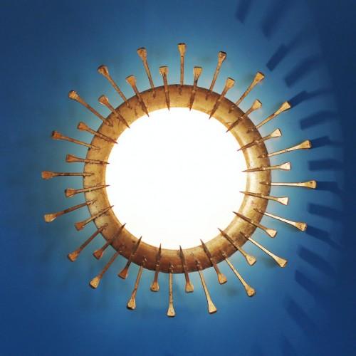SOL BRUTALISTA - Lámpara de techo o pared en forja dorada, vintage 60s.