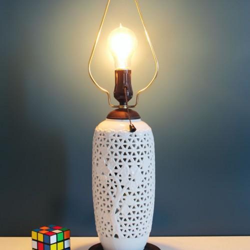 Lámpara de porcelana calada china Dehuan, vintage años 50s.