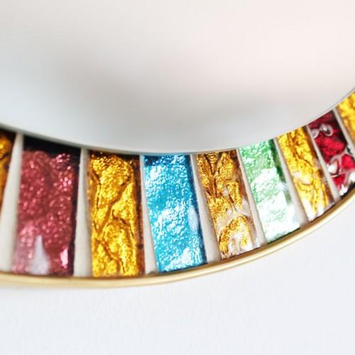 Espejo con marco de mosaico. Piezas de cristal espejado de colores. Vintage 60s.