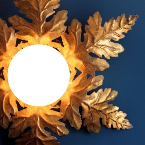 Lámpara sol de techo o pared en forja dorada. Hojas. Vintage años 60s.
