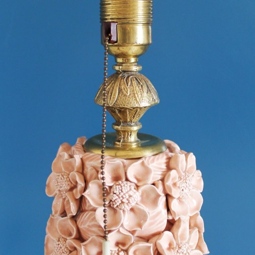 Lámpara de cerámica de Manises en color rosa pálido. Vintage 50s-60s.
