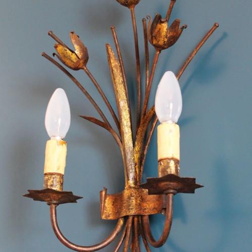 Aplique de pared en forja dorada, manojo de tulipanes, vintage 50s-60s.