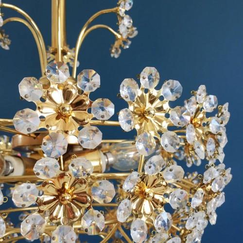 PALWA LEUCHTEN Espectacular lámpara de techo de latón y flores de cristal tallado, Alemania, vintage 60s.