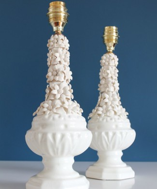 Pareja de lámparas de cerámica blanca de Manises. Vintage años 50s-60s.