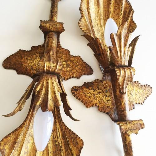 Pareja de apliques de forja dorada al pan de oro - conchas y hojas - vintage años 50s-60s.
