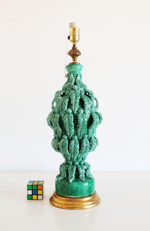 Excelente lámpara vintage de cerámica de Manises, C. Bondía, verde con hojas y flores, años 50-60.