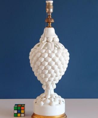 Espectacular lámpara de cerámica de Manises, Bondía. Blanca con conchas. Vintage 50s-60s.