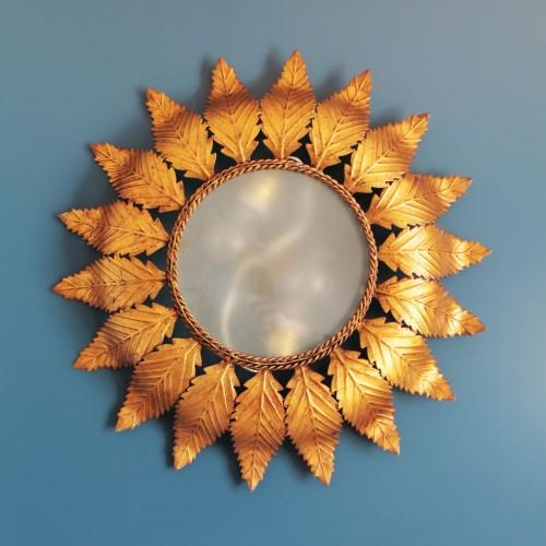 Lámpara sol de forja dorada. Lámpara de techo o aplique de pared. Vintage años 60s.