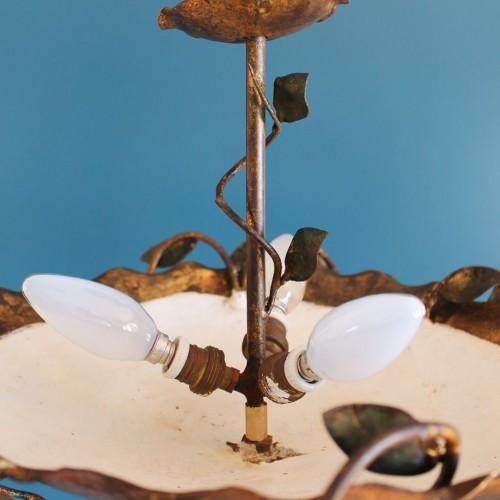 Lámpara de techo en forja dorada al pan de oro. Ramas y hojas. Vintage años 60s.