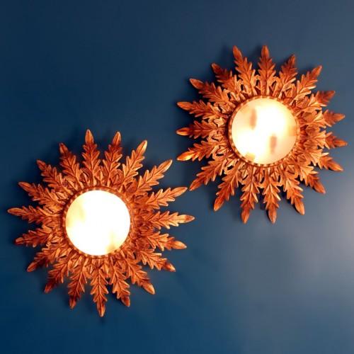 Pareja de lámparas o apliques sol en forja dorada. Vintage años 60s.