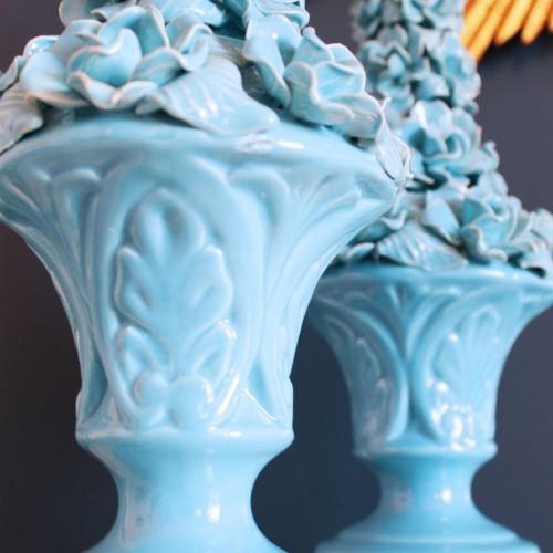 Pareja de lámparas de cerámica de Manises, copas con flores, azul turquesa. Vintage 50s-60s.