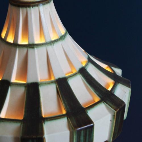 Lámpara de techo de cerámica calada. Dinamarca, vintage años 70s.