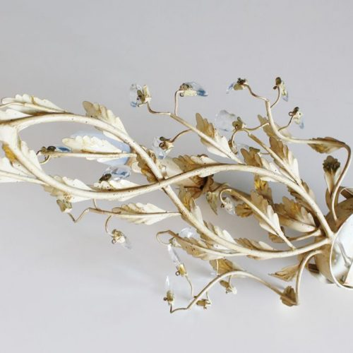 Aplique de forja dorada, ramas y hojas con cuentas de cristal. Shabby chic Retro-vintage.