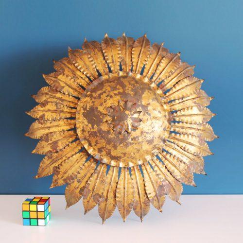 Lámpara sol en forja dorada al pan de oro. Vintage años 60s.