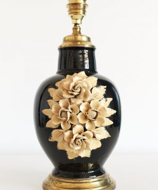Singular lámpara de Manises, cerámica y latón. Perfecto estado. Vintage 50s-60s.