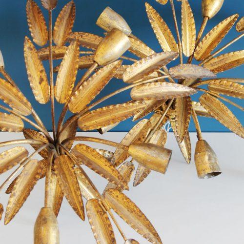 Pareja de lámparas de techo en forja dorada. Ramas y hojas. Vintage 60s.
