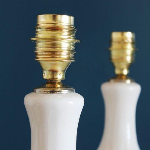 Pareja de lámparas de cerámica de Manises. Cerámica blanca, modelo pagoda. Vintage 50s-60s.