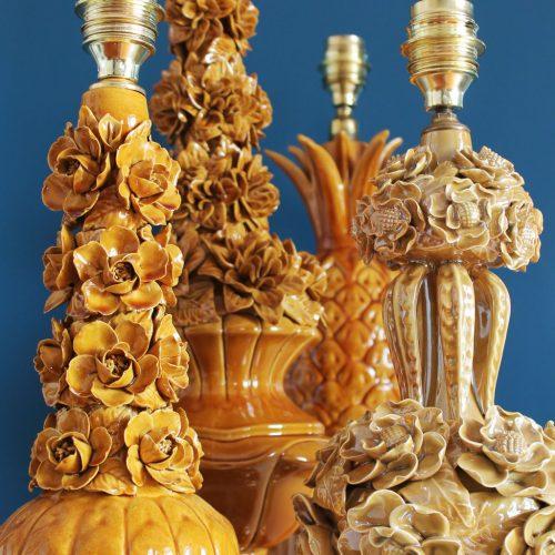 Lámpara de cerámica de Manises en color caramelo, vintage años 50-60.