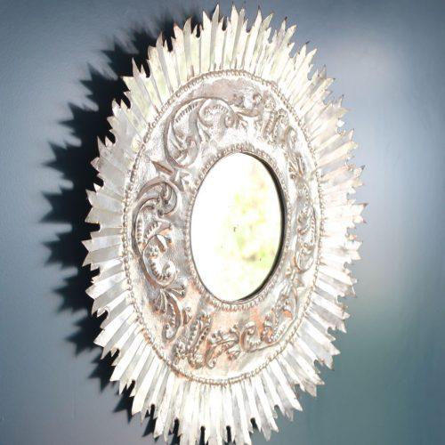 Espejo sol de hojalata repujada, vintage años 50s-60s.