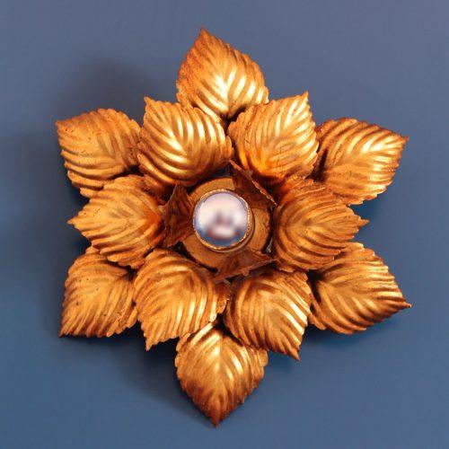 Lámpara flor de techo o aplique de pared en forja dorada. Vintage años 80s.