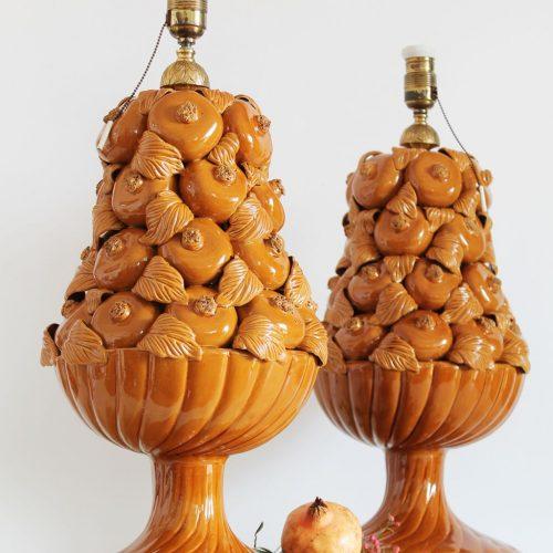 Excepcional pareja de lámparas de cerámica de Manises (Valencia). Perfecto estado de conservación.