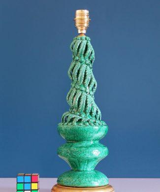 Lámpara de cerámica de Manises, Vintage 50s-60s. Cerámica verde y peana de madera dorada.
