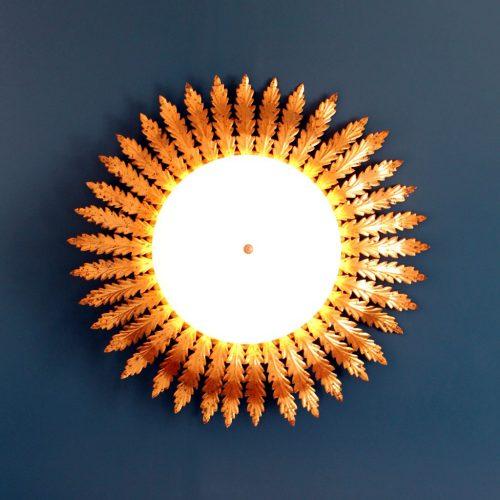 Lámpara plafón de techo o aplique de pared en forja dorada. Mid century vintage 60s.