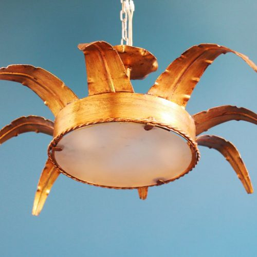 Lámpara sol en forja dorada. Vintage años 60s.