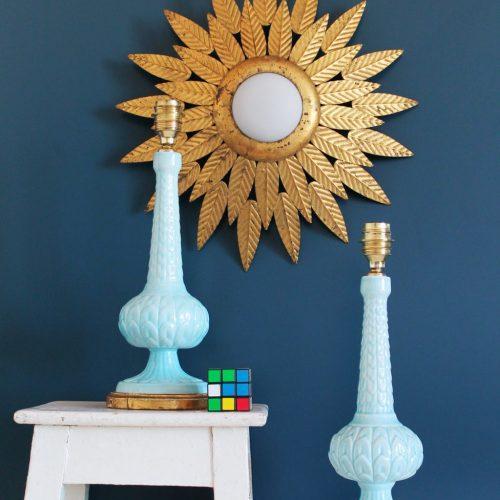 Pareja de lámparas de cerámica de Manises. Color azul y base de madera dorada. Vintage 50s-60s.
