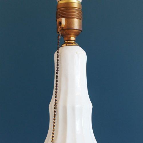 Lámpara de cerámica de Manises, en color blanco. Vintage años 50s-60s.