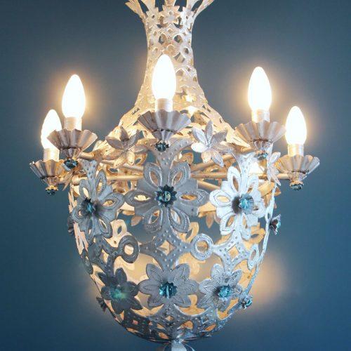 Espectacular lámpara saco o Montgolfiere de hojalata y cuentas de cristal. Vintage 50s-60s.
