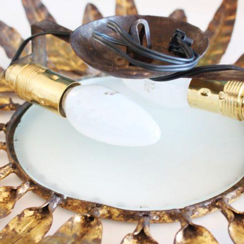 Lámpara sol o aplique de pared en forja dorada al pan de oro, convertible en espejo retroiluminado. Vintage años 60s.