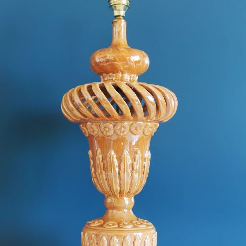 Gran lámpara de cerámica calada de Manises en color caramelo, vintage años 50-60.