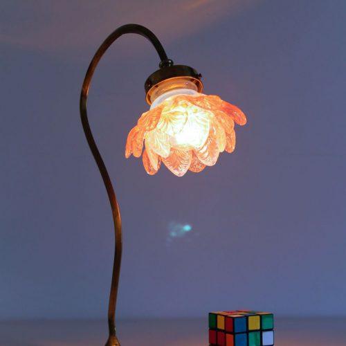 Exquisita lámpara Art Nouveau de latón y cristal - principios del siglo XX.