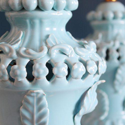 Excelente pareja de lámparas de cerámica azul de Manises. Vintage años 50s-60s.