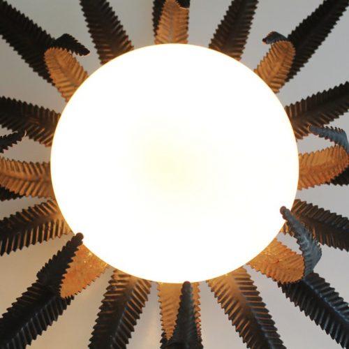 Aplique o lámpara sol de forja, vintage años 60.